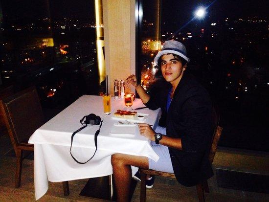 Renaissance Istanbul Polat Bosphorus Hotel : Marriott's roof bar view - in dinner <3
