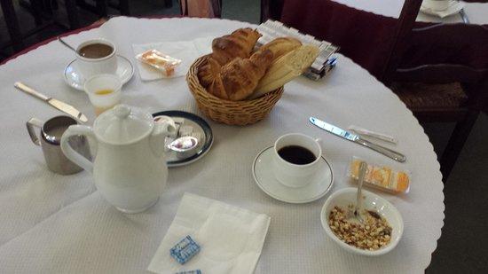 Hotel Bellevue et du Chariot d'Or : Breakfast