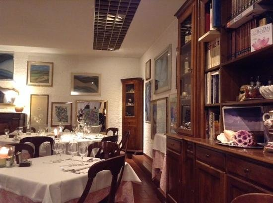 Aubergine : интерьер ресторана, без изысков, но уютно!