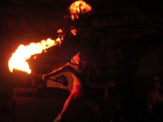 Drums of the Pacific Lu'au: Dancers