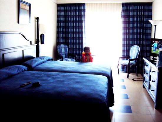 Foto de hotel riu emerald bay mazatl n habitaciones for Habitacion familiar riu vallarta