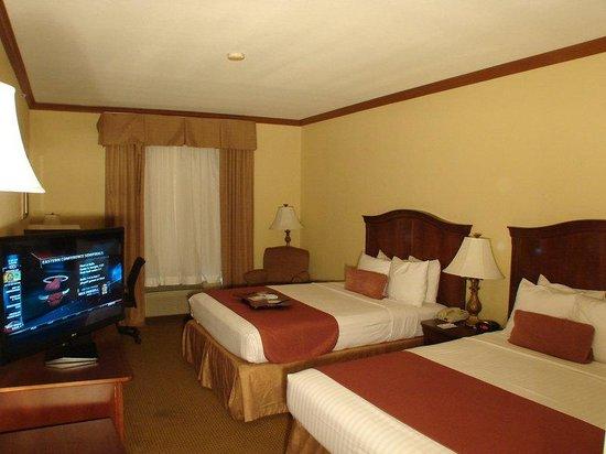 BEST WESTERN PLUS Northshore Inn: Two Queen Guest Room
