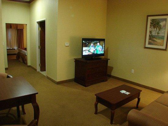 BEST WESTERN PLUS Northshore Inn: King Suite Living Area