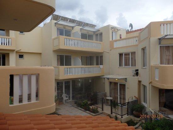 Menia Beach Hotel : hotellilta