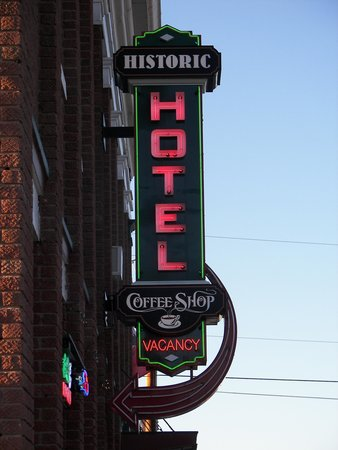 Historic Hotel Greybull: Hotel Sign
