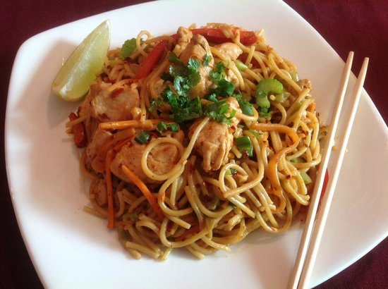 Ngo: Szechuan peanut noodles with chicken (special)
