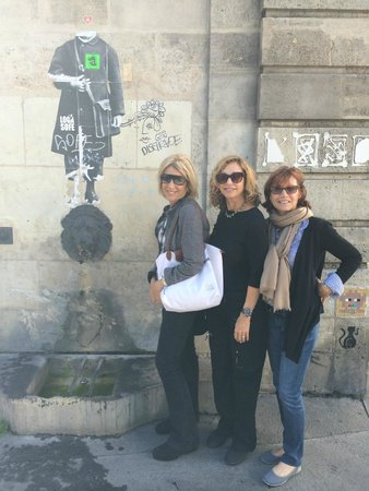 Eye Prefer Paris Tours : Girlfriends discovering Paris