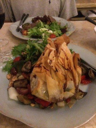 Chão de Pedra: Chicken in filo.