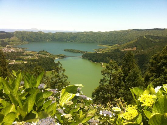 Lagoa Azul, Sao Miguel Acores: vorne Lagoa Verde, hinten Lagoa Azul