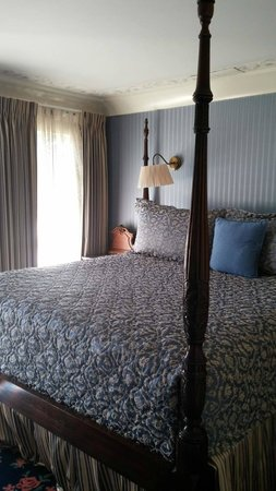 Room 319 Four Poster King Size Bed