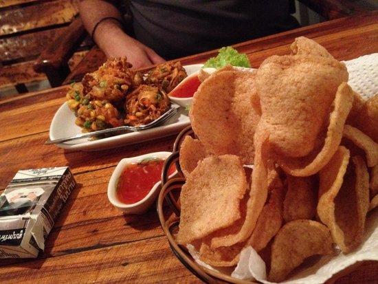 Yin Yang : No name e prawn crackers !!!
