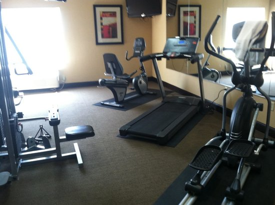 La Quinta Inn & Suites Denton - University Drive: Fitness center...definitely not what the hotel website advertises. Treadmill out-of-order too.