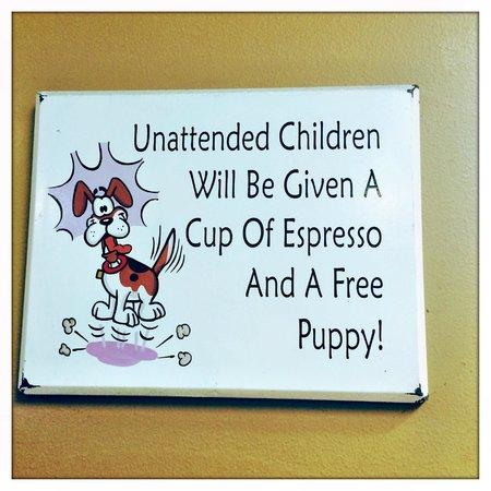 Kona Coffeehouse & Cafe at Honaunau: A funny sign