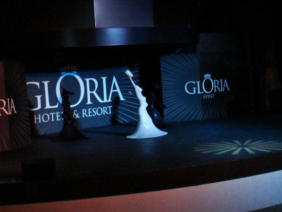 Gloria Verde Resort: Шоу - танцевальное. Мраморная красавица.