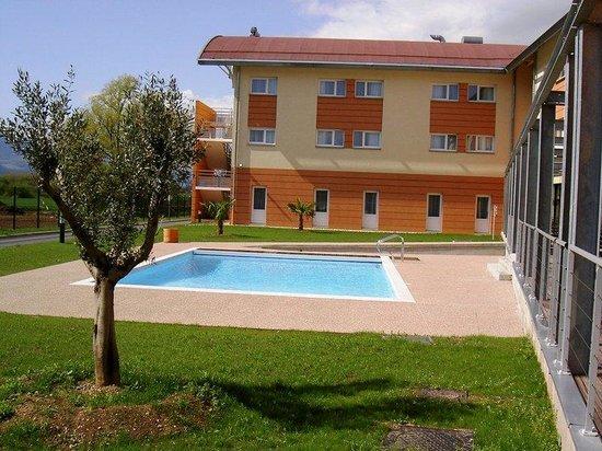 Holiday Inn Express Grenoble - Bernin : Swimming Pool