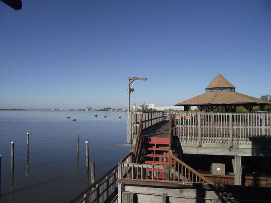 Airport Waterfront Inn: View of water