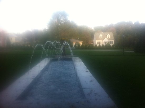 William Sauntry Mansion: The Sauntry Fountain