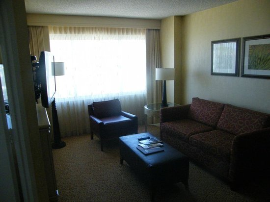 DoubleTree Suites by Hilton Santa Monica: Seating area with the uncomfortable sofa-bed...