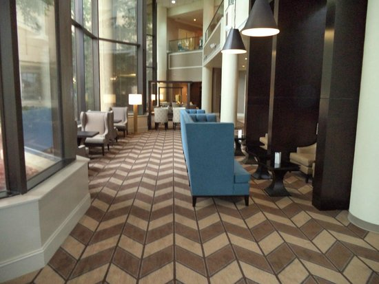 club lounge picture of sheraton memphis downtown hotel. Black Bedroom Furniture Sets. Home Design Ideas