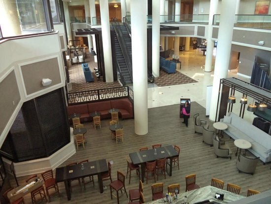 crossroads tavern and grille picture of sheraton memphis. Black Bedroom Furniture Sets. Home Design Ideas