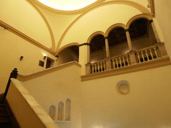 Hospederia Castillo Papa Luna : escalinata