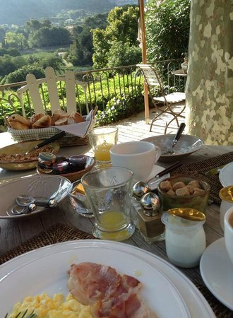 Maison 9 : Breakfast outdoors with a vineyard view!
