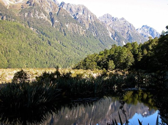 Mirror Lakes Walk : Earl Mountains and a gust across the Mirror Lakes