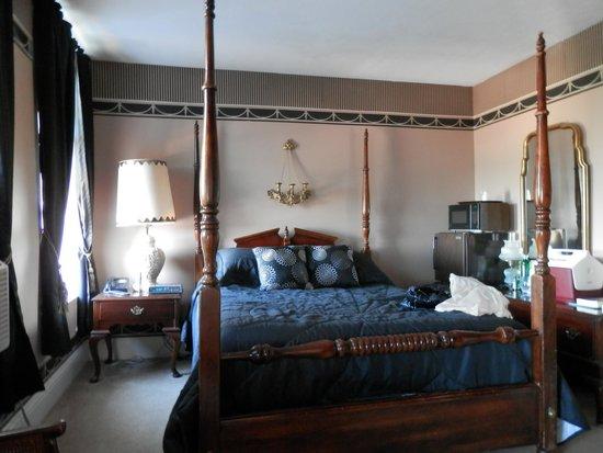 Gunter Hotel Room