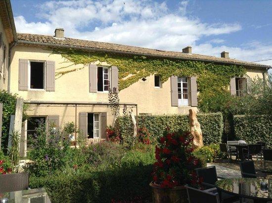 Le Mas Des Carassins Hotel: Gorgeous grounds