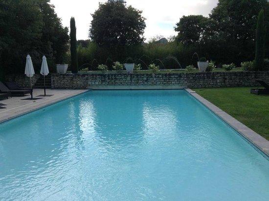 Le Mas Des Carassins Hotel: Beautiful pool area