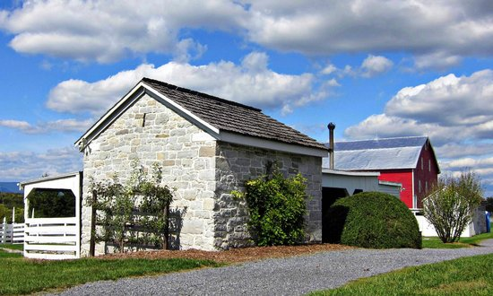 Belle Grove Plantation: Blacksmith shop and barn at Belle Grove