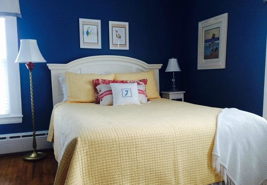 16 Beach Street Bed and Breakfast: The Jenny Holden Room