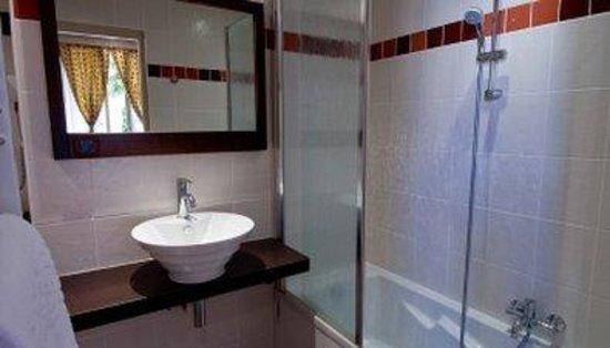 Hotel Aix Les Bains L'Iroko : Bathroom