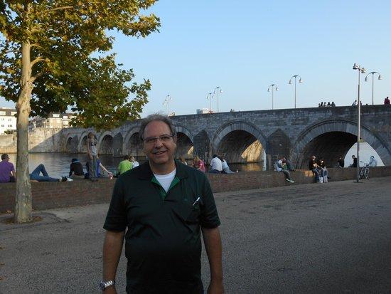 Saint Servaasbridge: Perto da ponte
