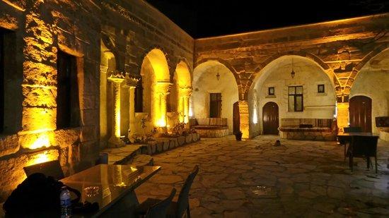 Cappadocia Palace: hotel grounds