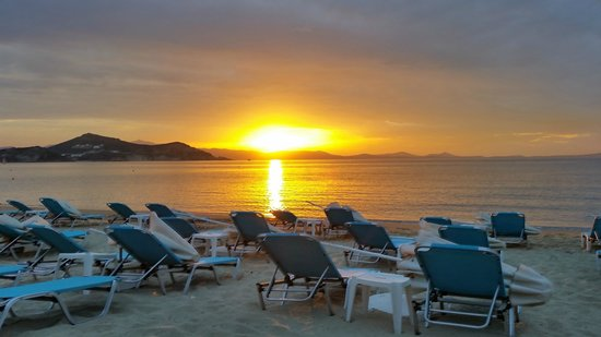 Hotel Galini : Sunset at Paradise bar - Saint George Beach - steps away