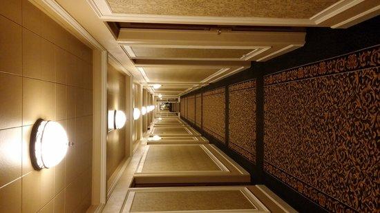 Crest Hotel: King Size Room