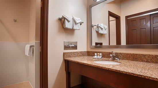 BEST WESTERN PLUS The Inn & Suites At the Falls: Bathroom