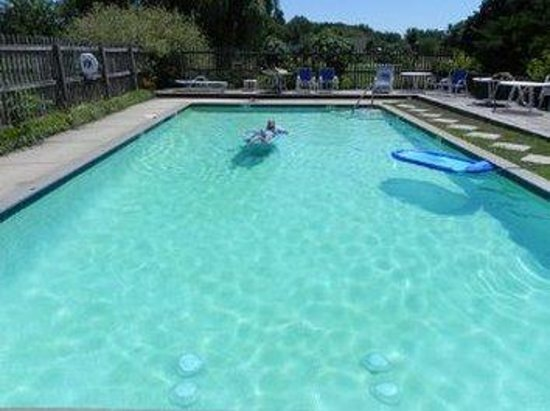 Tilghman Island Inn: Waterfront Pool