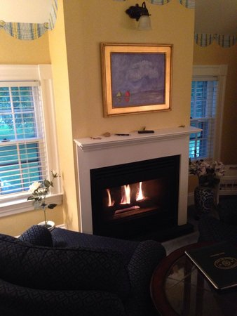 Captain's House Inn : The living room at The Clarissa Suite