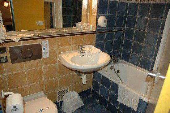 Brit Hotel Bosquet Carcassonne: BATHROOM