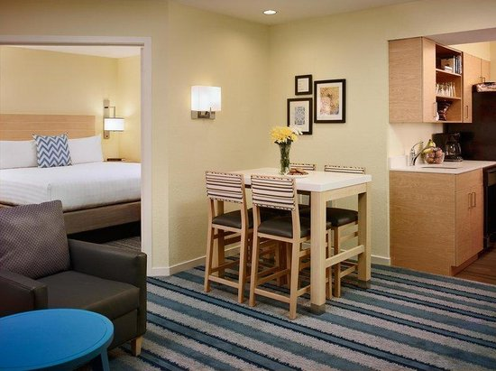 Sonesta ES Suites Malvern: One Bedroom Suite