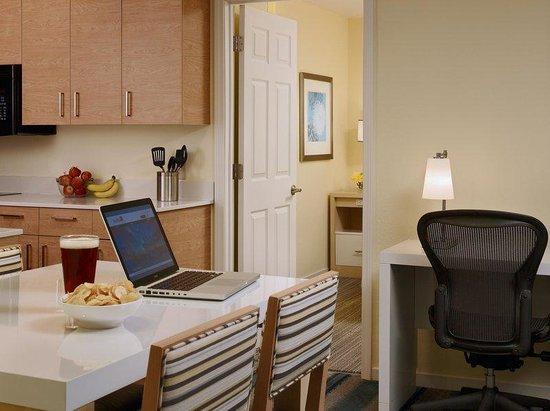 Sonesta ES Suites Malvern: Two Bedroom Suite