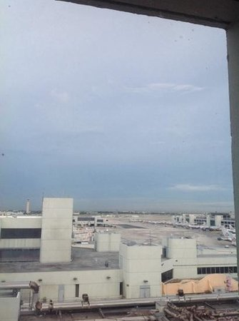 Miami International Airport Hotel : view from room on 7th floor