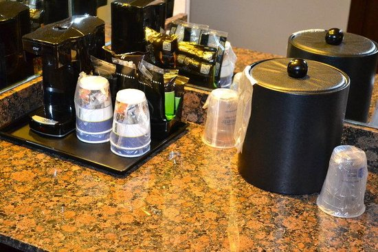 Midway Hotel & Suites Brookfield: Guest Rooms - In Room Amenities