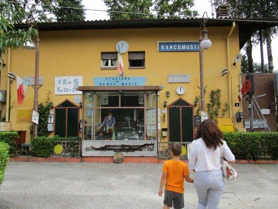 Museo Dei Trasporti Ogliari : ingresso