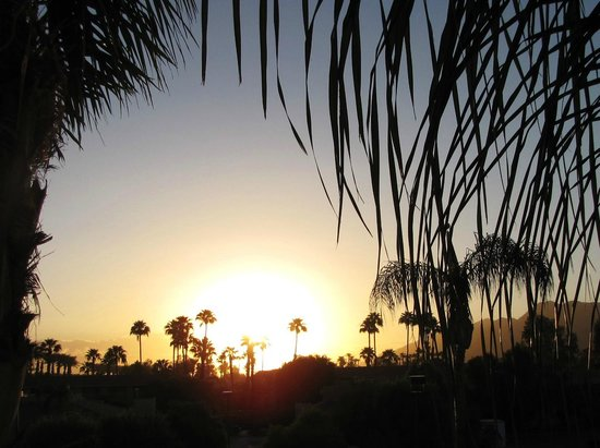 Holiday Inn Express Palm Desert / Rancho Mirage : Sunrise from balcony