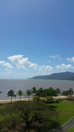 Holiday Inn Cairns Harbourside: Room view