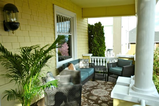 Bed and Breakfast Inn Seattle: Covered Porch