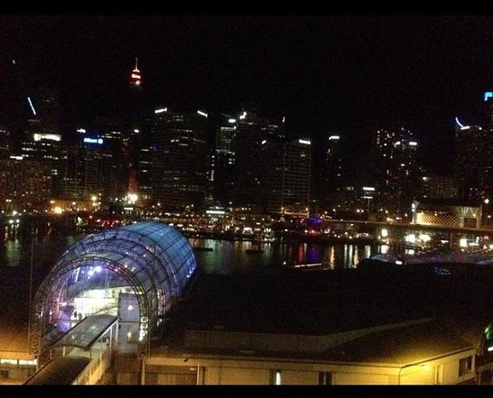 Ibis Sydney Darling Harbour: Night view of harbour